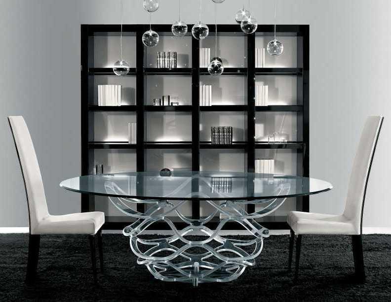 это столы, стулья, витрины, зеркала, аксессуары, большая часть которых пред