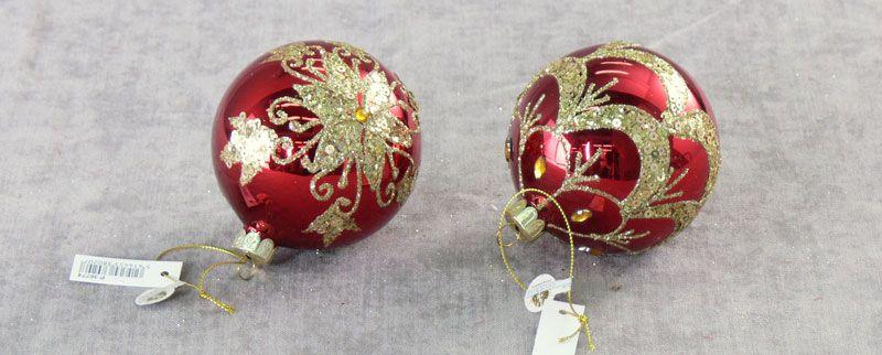 Елочные игрушки красные шары